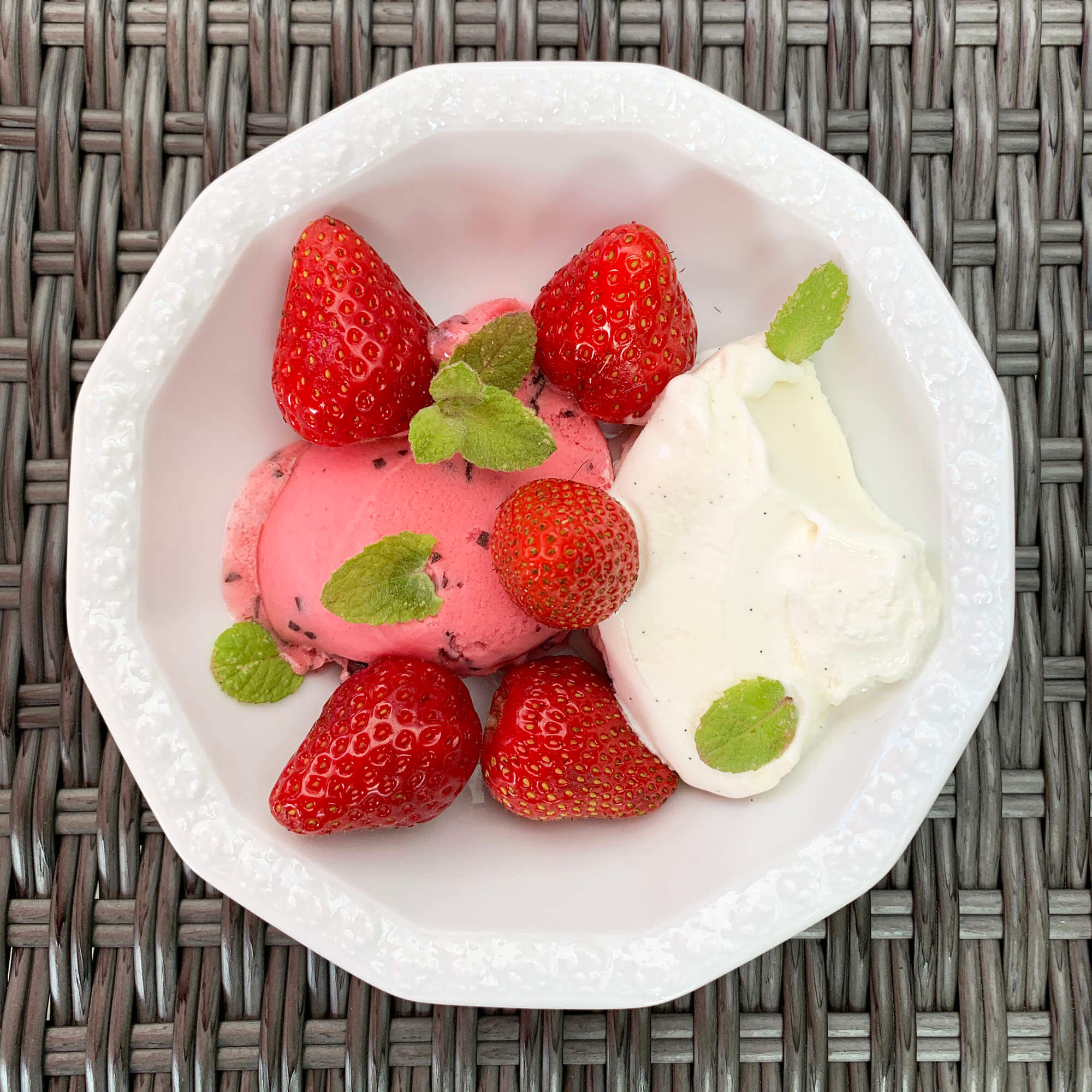 03 ... Erdbeereis m Pfefferminze und Vanillecreme (anonym) #tagdernachbarn