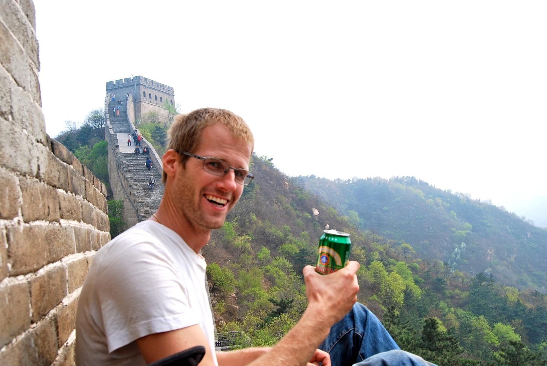 Ein gutes Tsingtao auf der Mauer