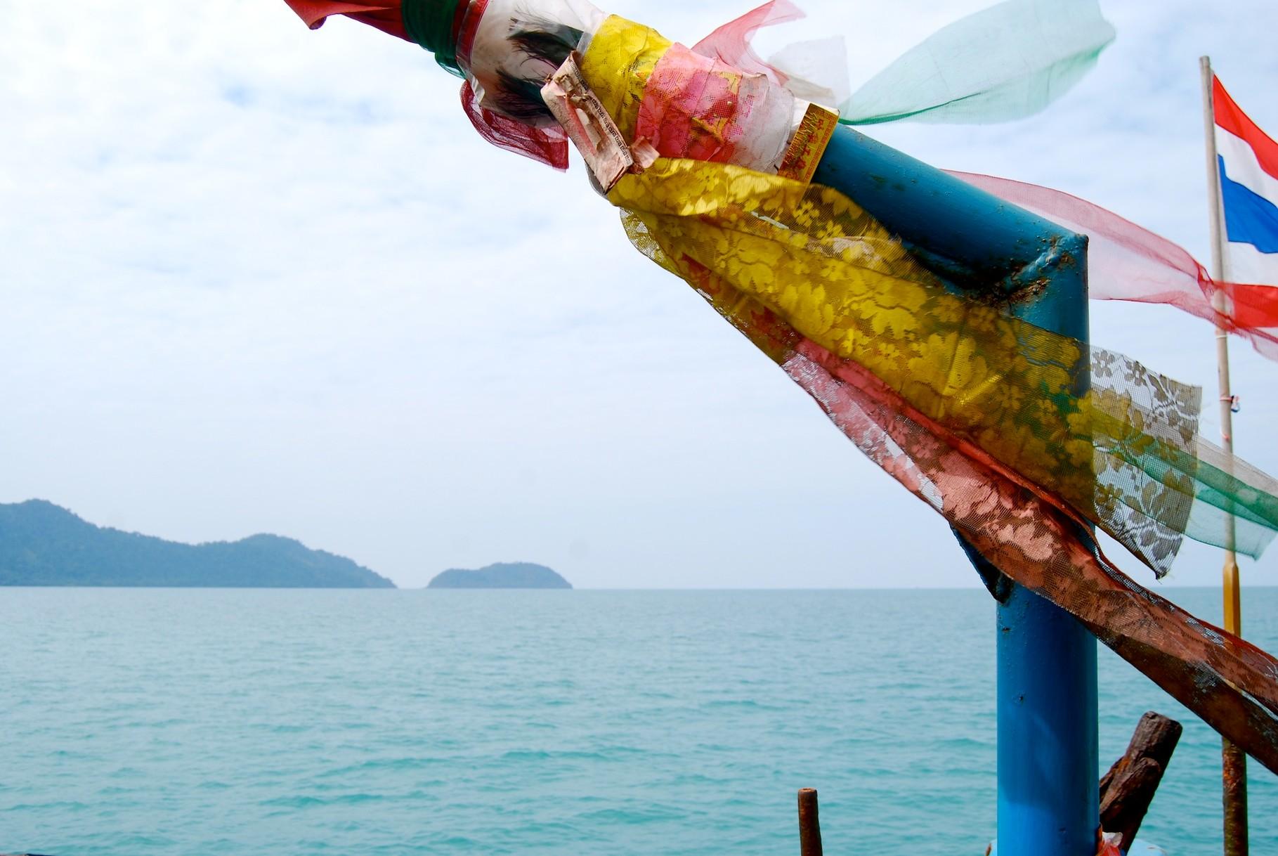 Tempel auf der Fähre nach Koh Chang