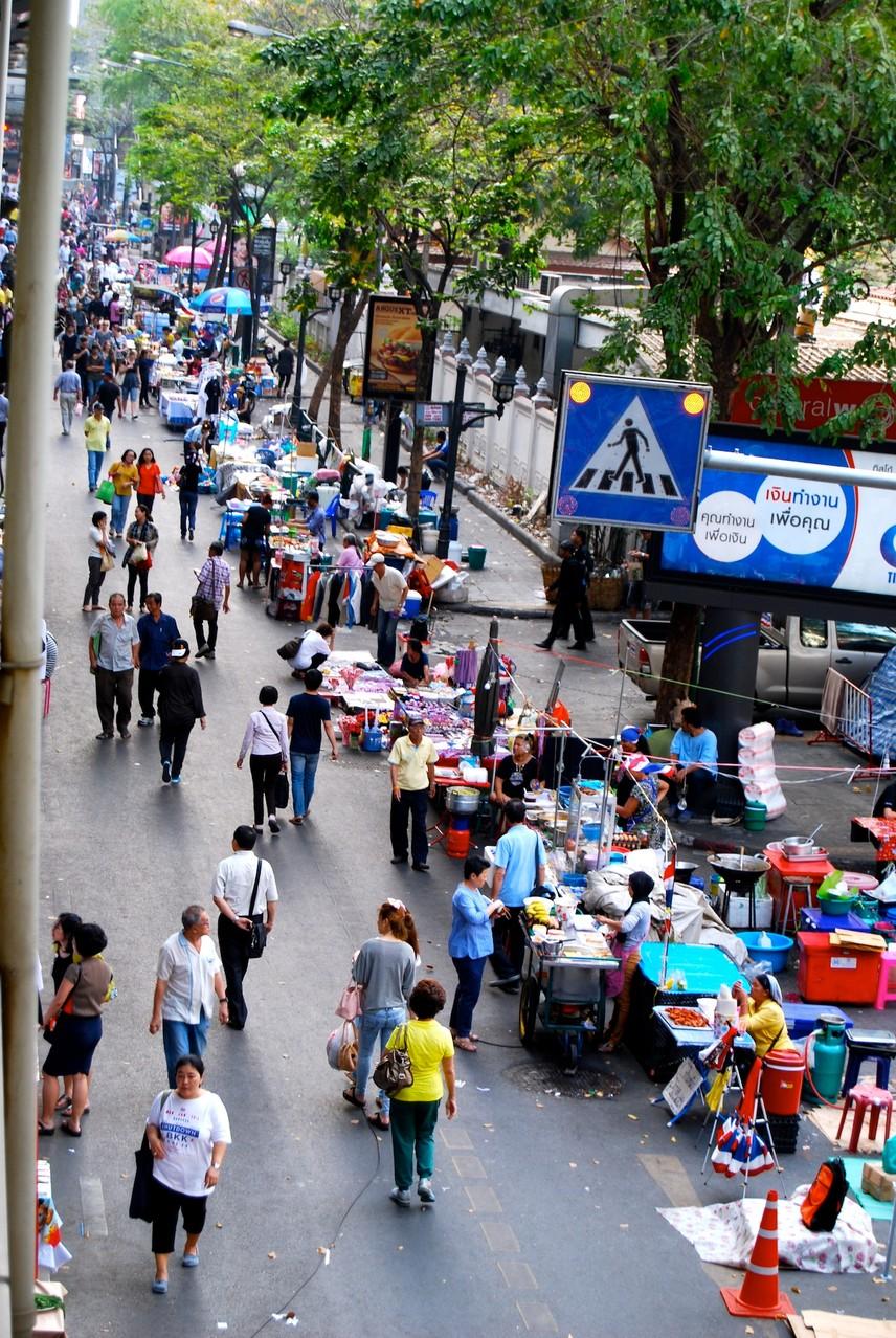 Proteste in Bangkok - Skywalk von Central World bis Siam