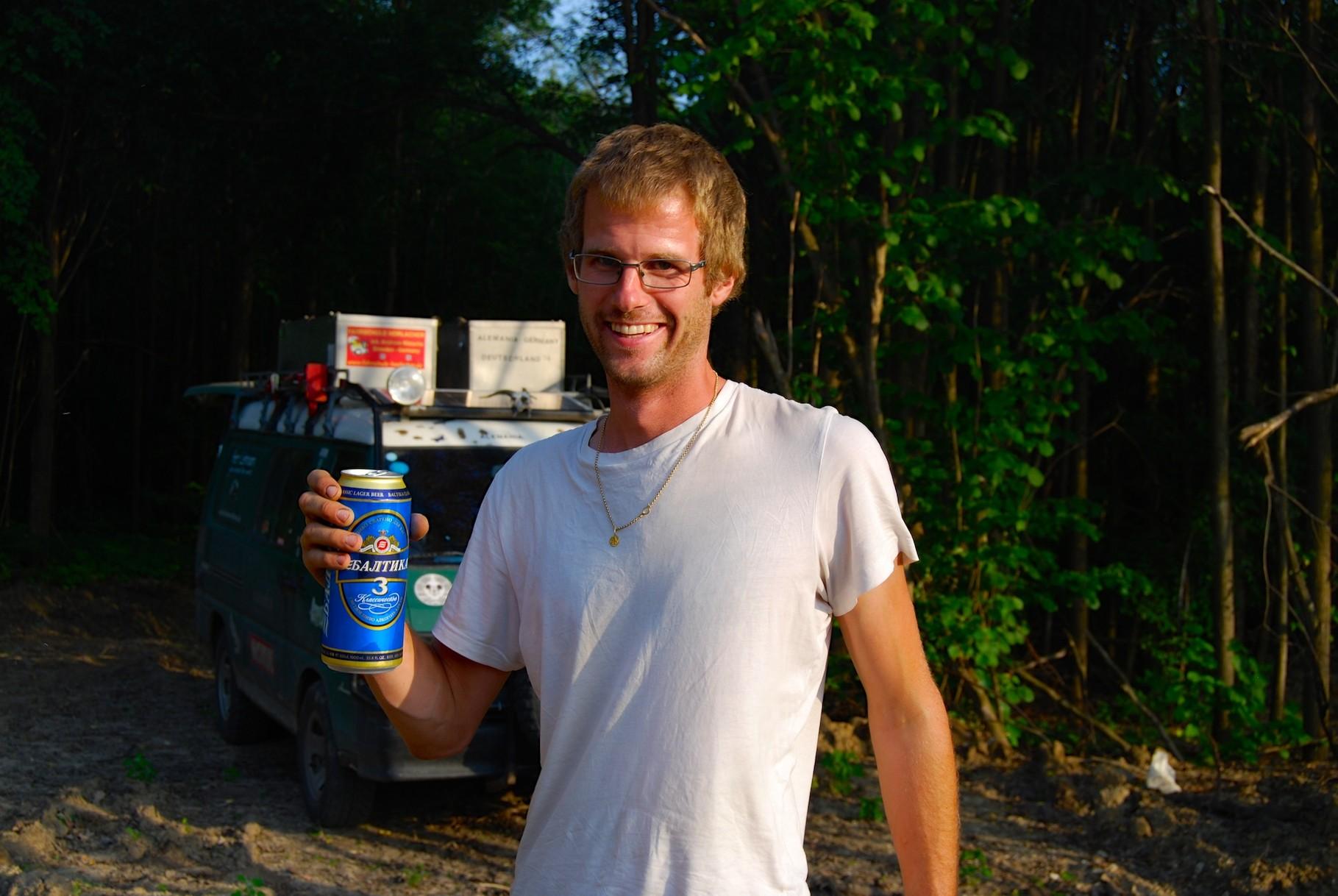 David darf heute nur eine Dose Bier trinken. Er hat sich für diese (1L) entschieden