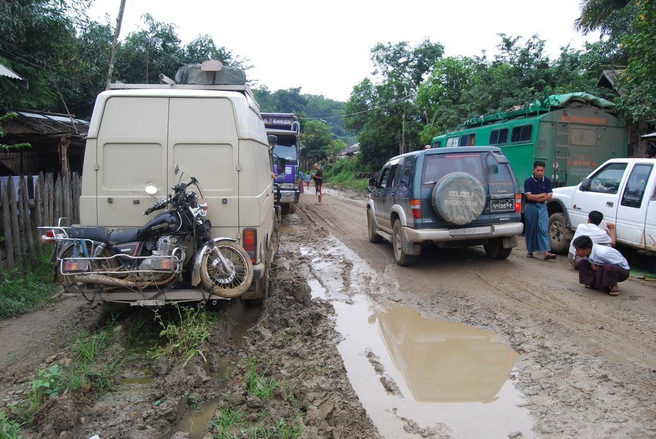 Unser Nachtlage und das Fahrzeug von Htong