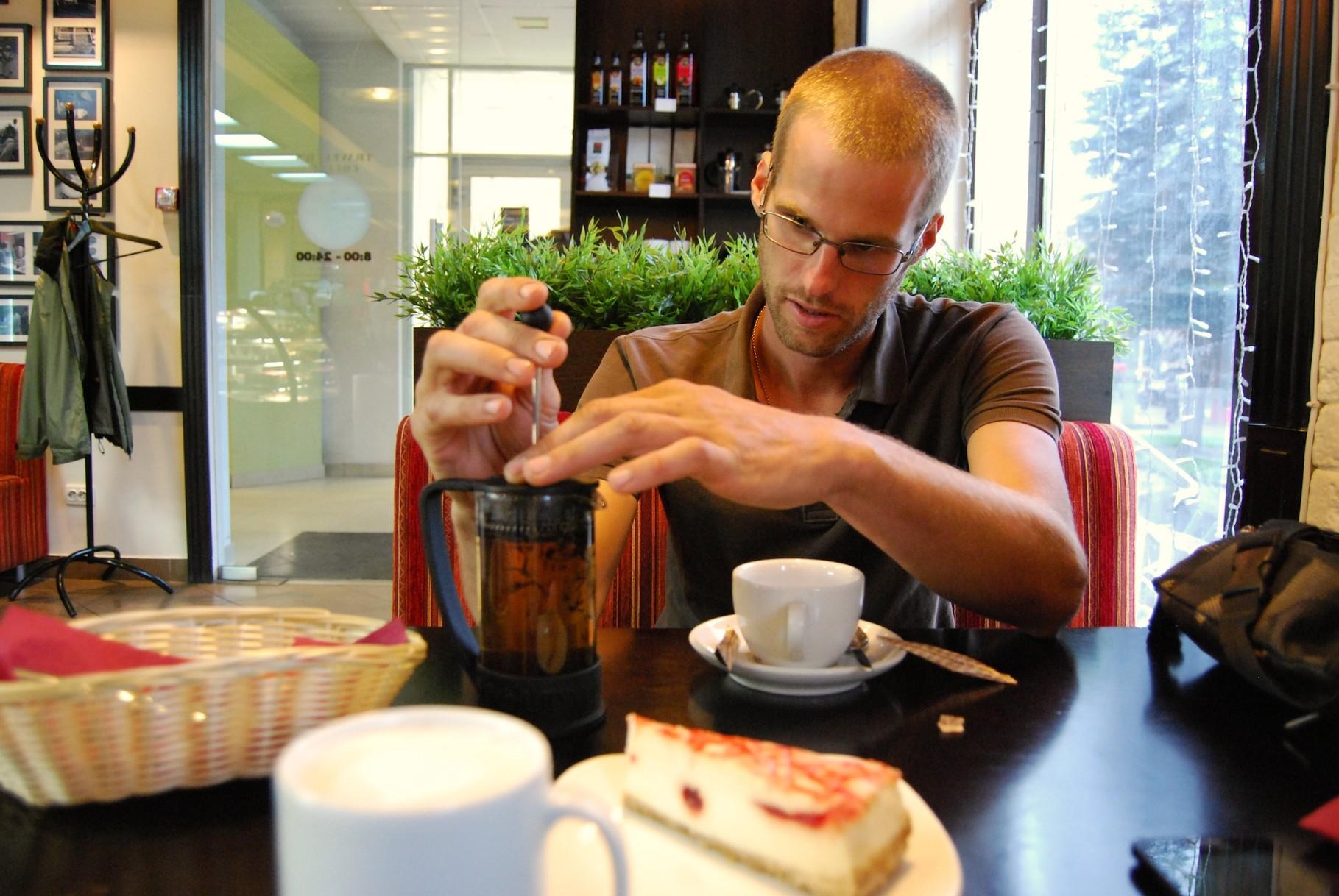 Beim Kaffee und Tee trinken (und dazu gibts den besten Cheescake der Welt)