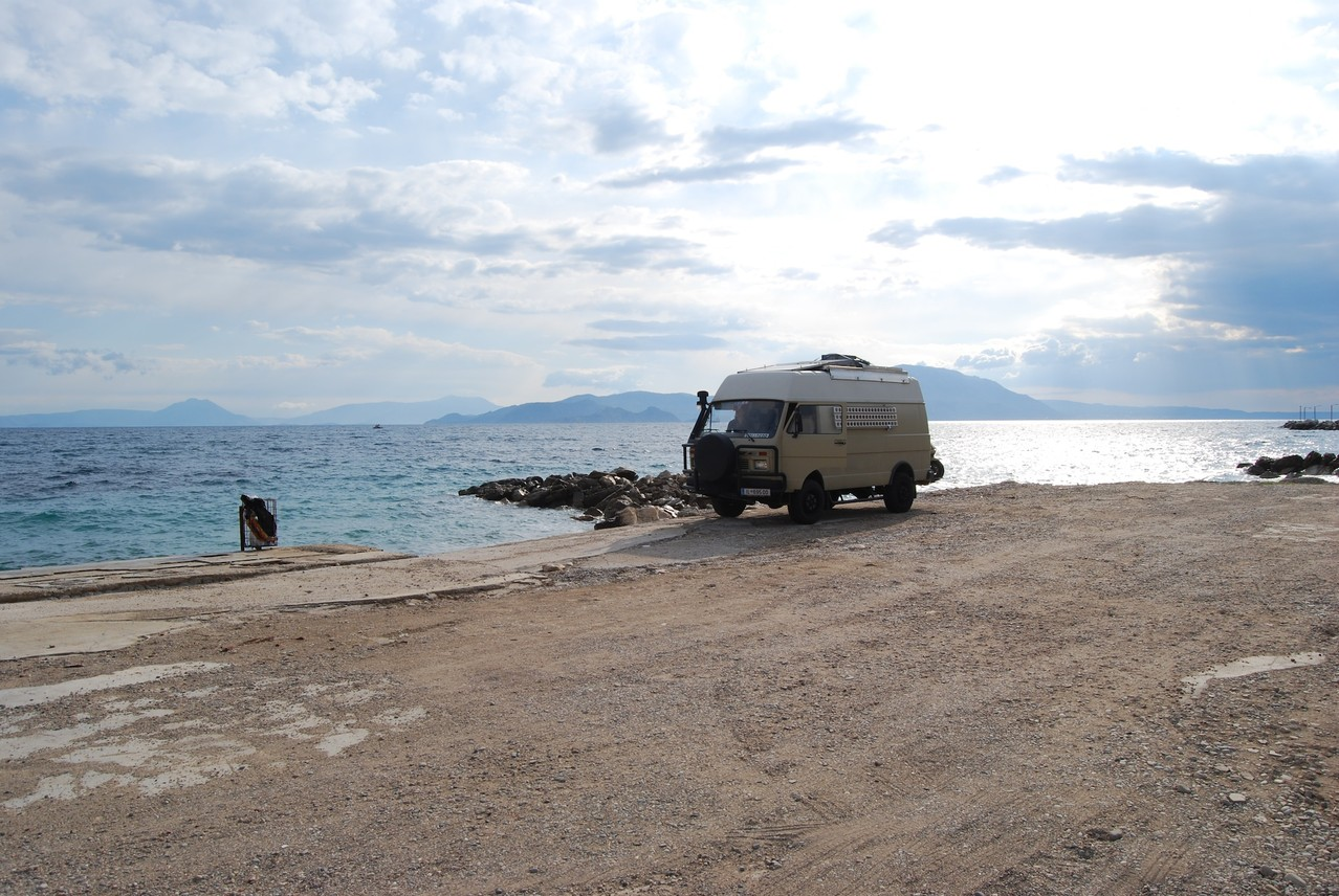 Unser erster Stellplatz in Griechenland bei Kiato