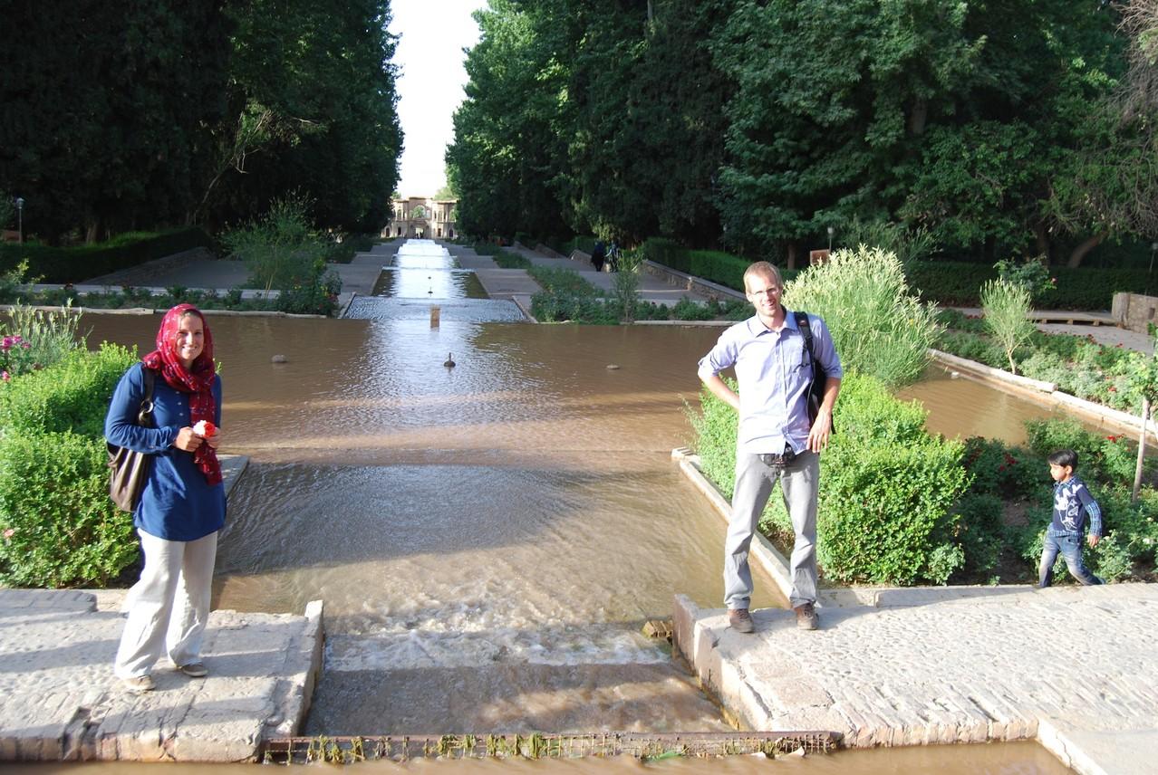 David und ich vorm Brunnen