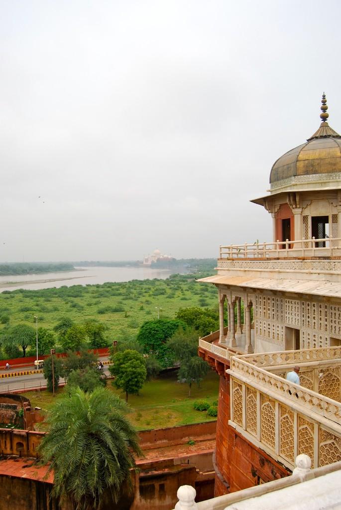 Blick vom Agra Fort auf den Taj Mahal