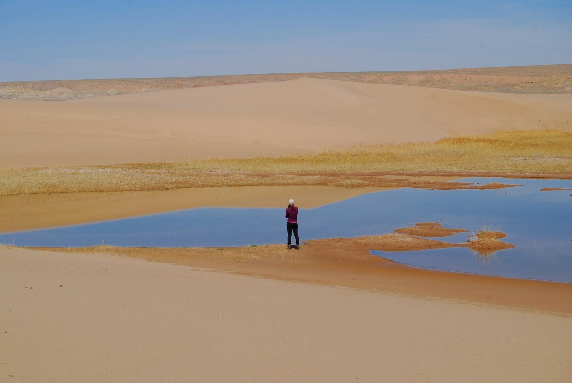 Ein kleiner See in der Wüste