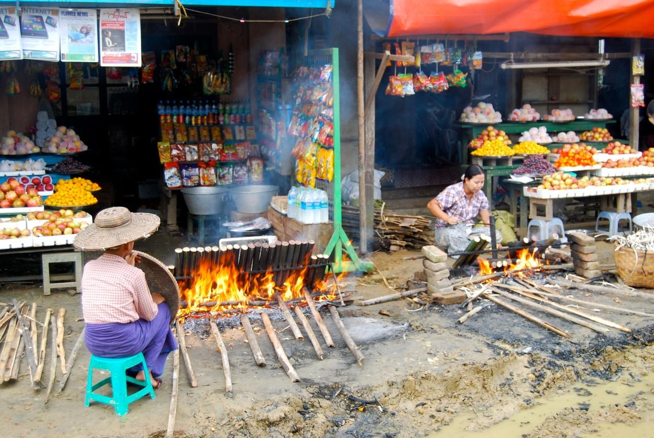 So kocht man Reis in Myanmar
