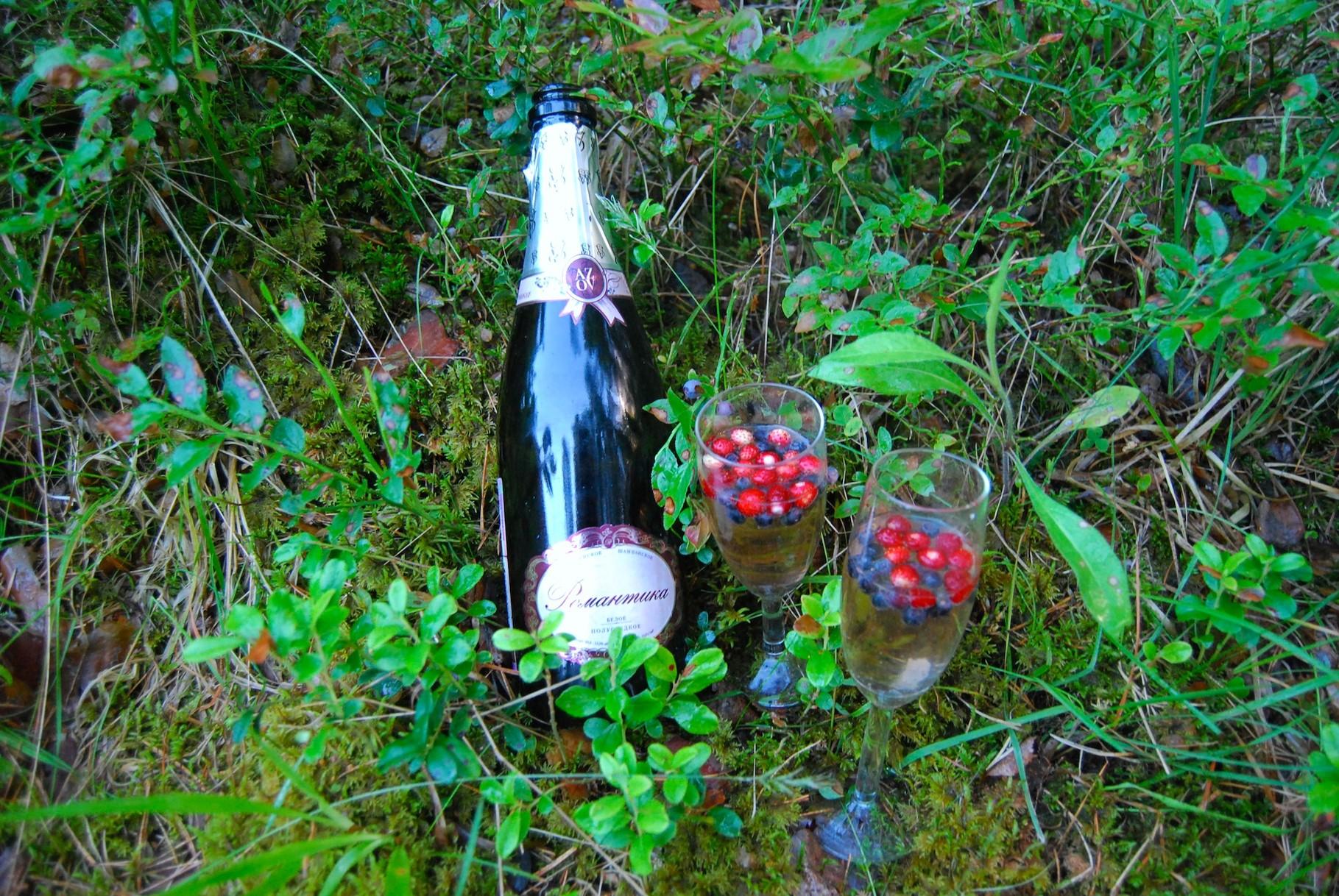 Happy Ligo: Krimsekt mit Beeren