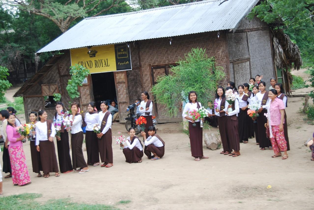 Die hübschen myanmar'schen Frauen