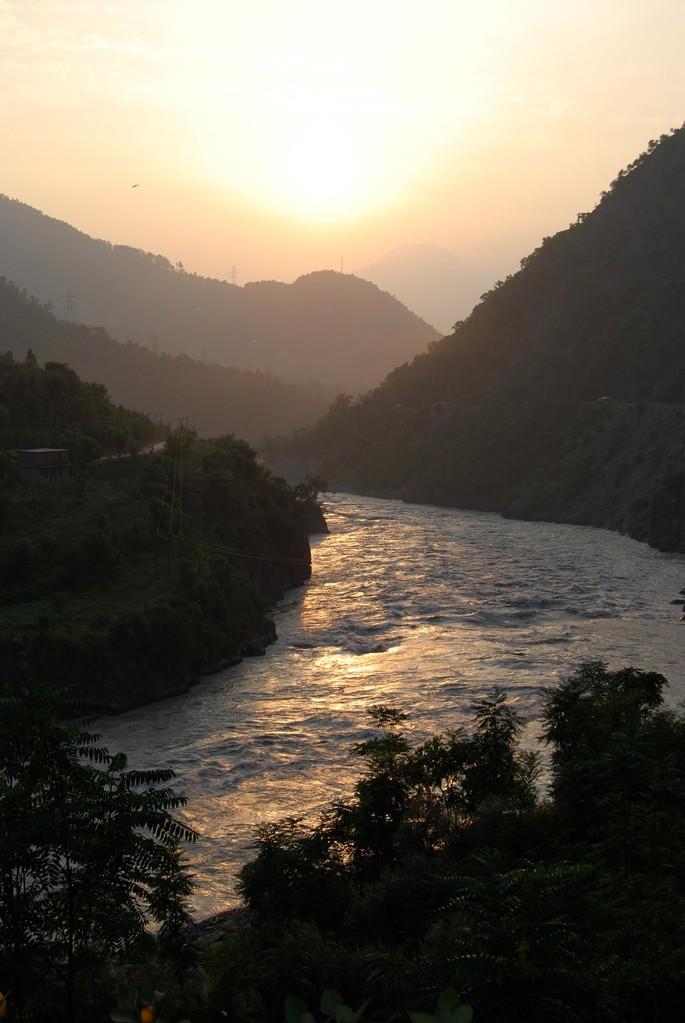 Ein wunderschöner Sonnenuntergang in Jammu & Kashmir