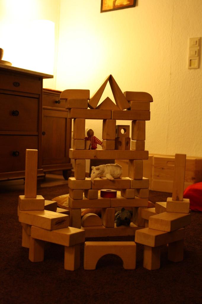 Schloss aus Holz-Bauklötzen