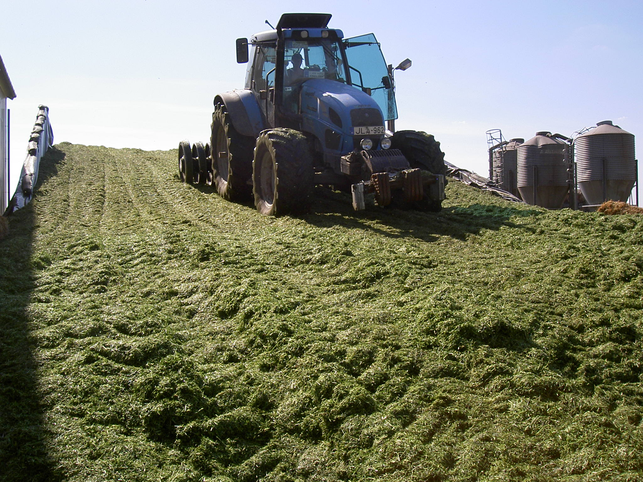 For a high silage quality a good compaction is necessary.