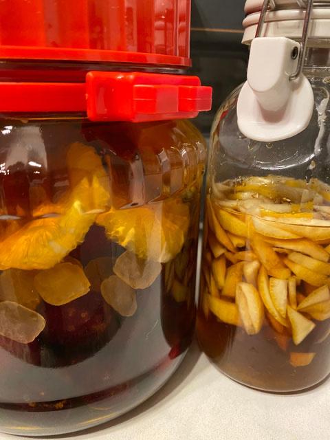 果実酒とレモンの皮の蜂蜜ラム酒漬け