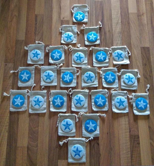 """Calendrier de l'avent version """"badge"""" bleu"""