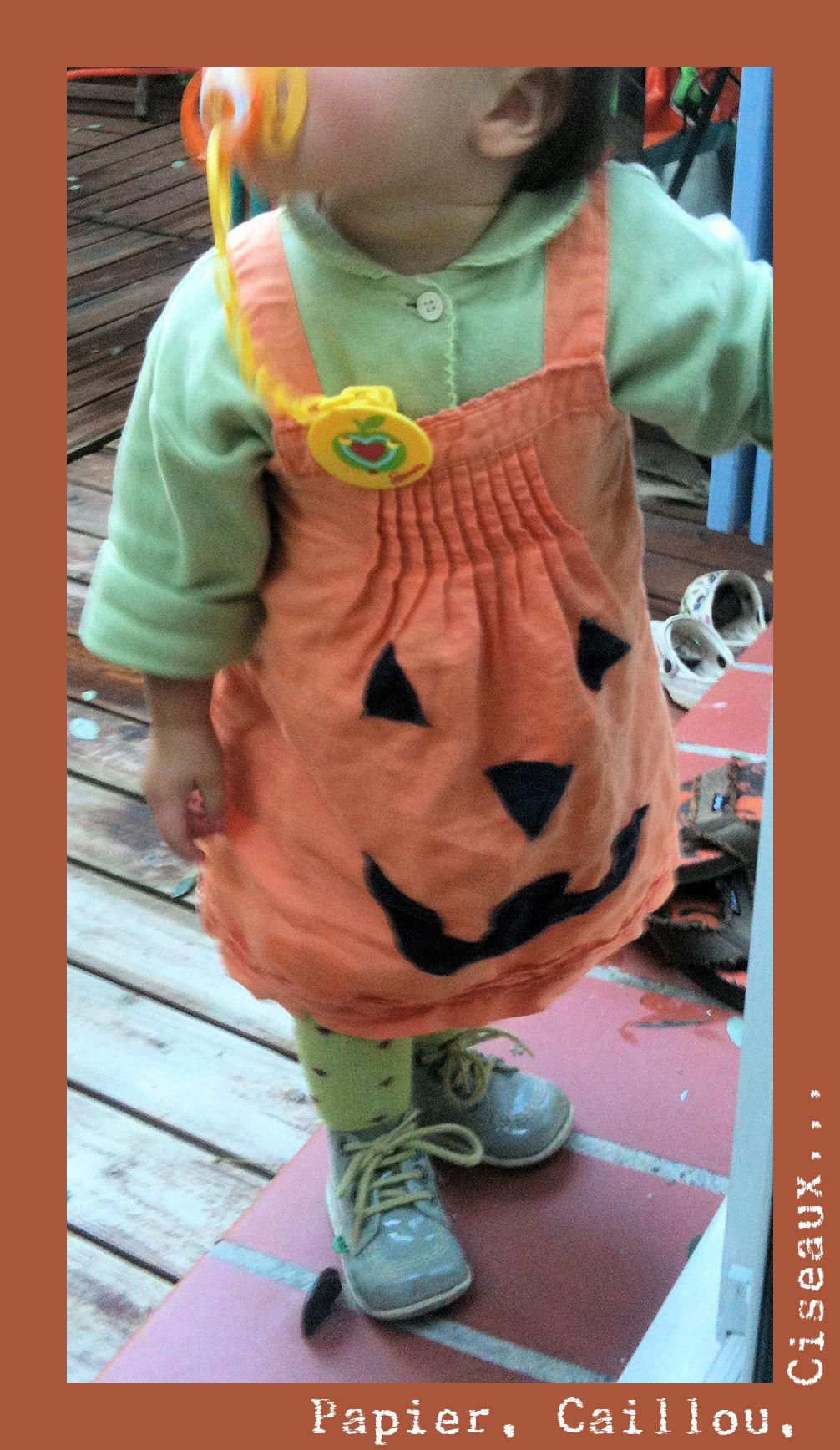 Déguisement Halloween avec une ancienne robe orange