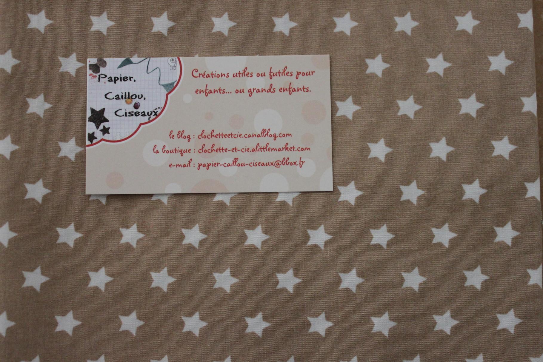 Petites étoiles (1cm) fond caramel (plus clair que la photo)