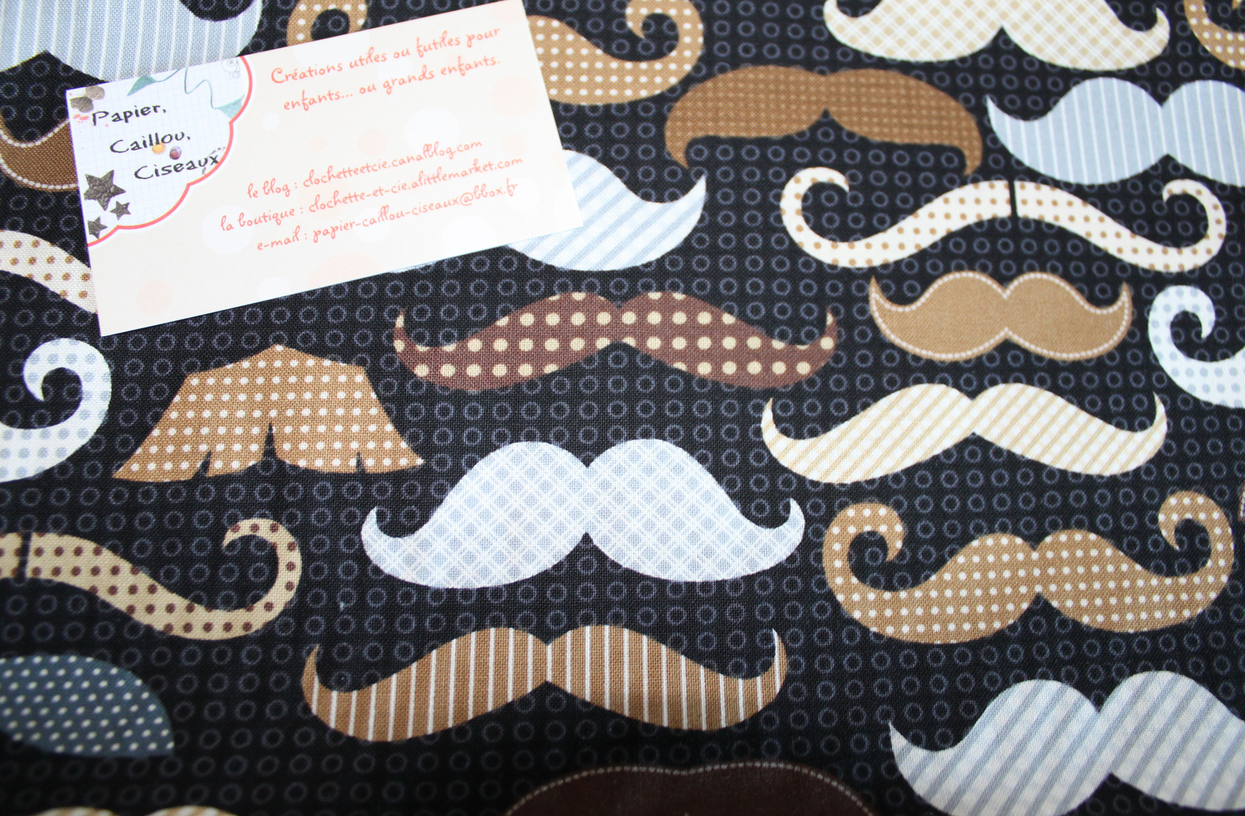 Moustaches fever brun & gris