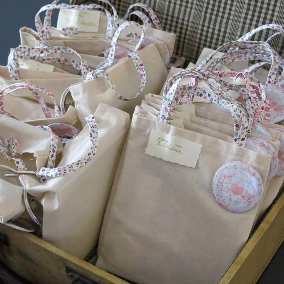 Minis tote bags personnalisés = cadeaux invités mariage