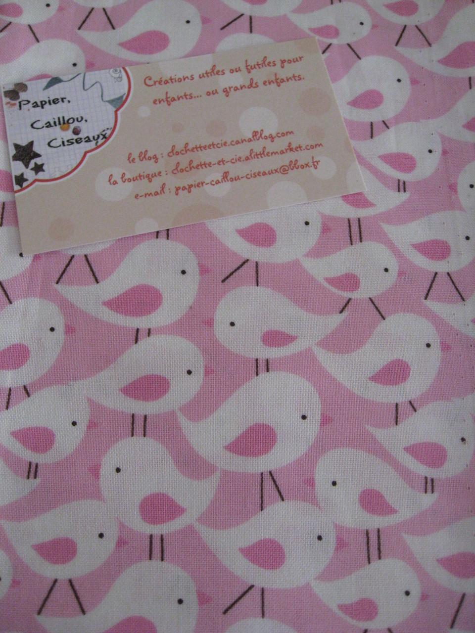Oiseaux blancs fond rose