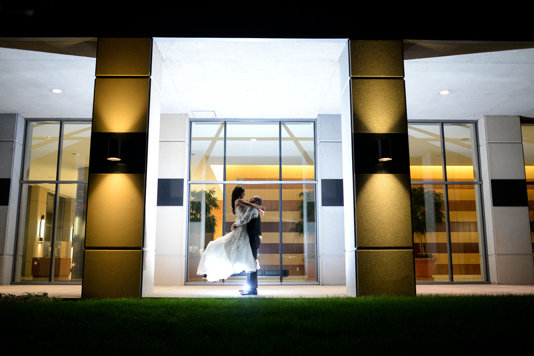 Sarah and Jeff's downtown Columbus, Ohio wedding at Ivory Room Columbus, Ohio outside of Mirnova
