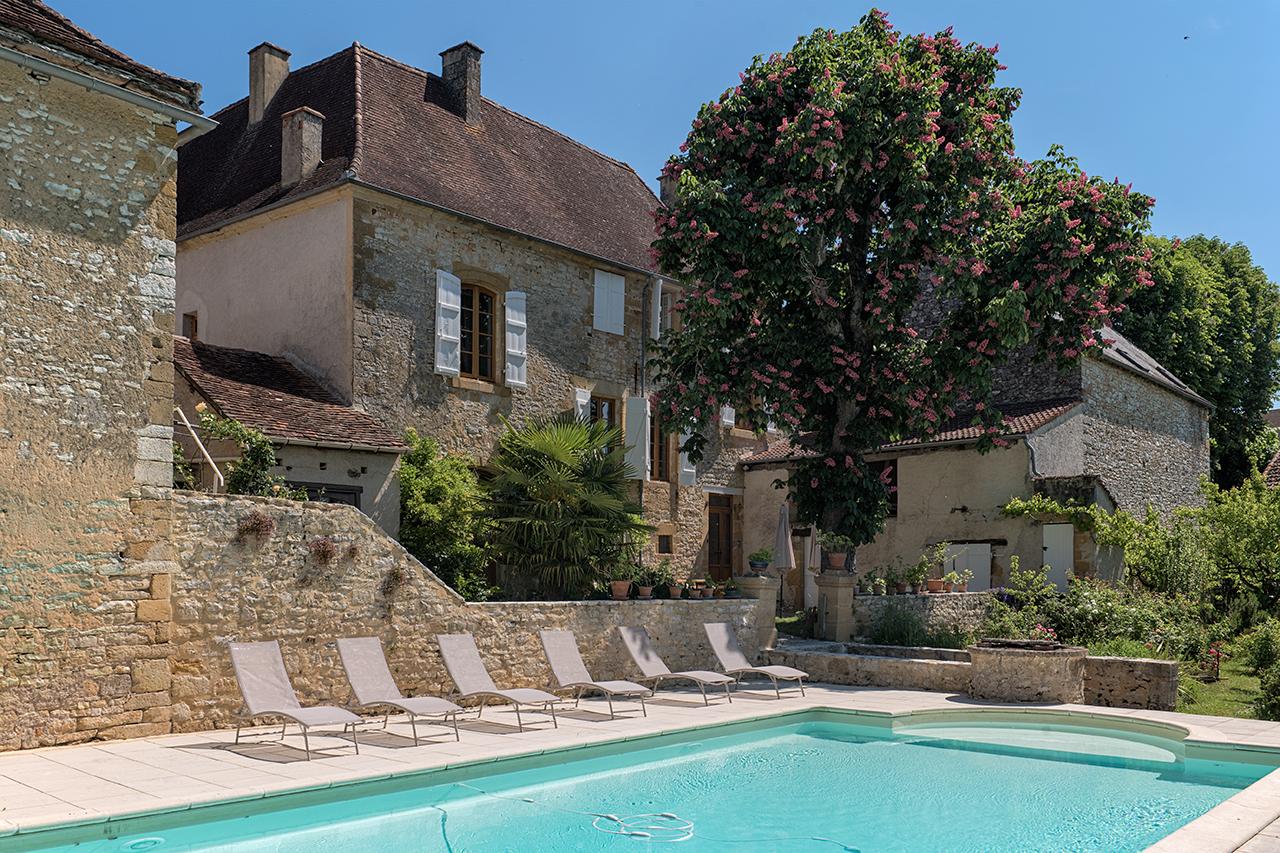 Domaine de Vielcastel, location saisonnière, la piscine privée sécurisée