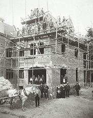 Bau eines Wohnhauses um 1900