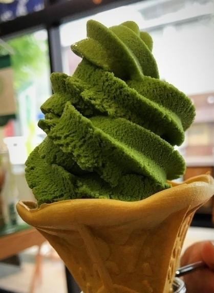 ソフトアイスクリーム(プレミアム抹茶)