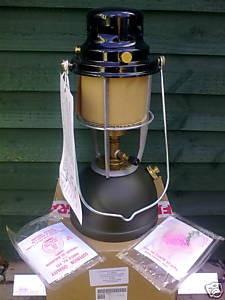 Diese Lampe erwarb ich im Oktober 2009 für kleines Geld als Neuware