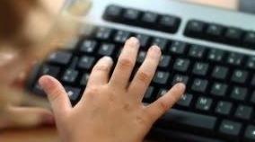 Manche Onlinehändler verstoßen oft aus Profitgier gegen den Jugendschutz
