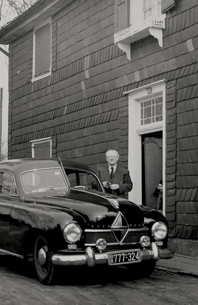 Hanns Heinen vor dem Schwarzen Haus, ca. 1958