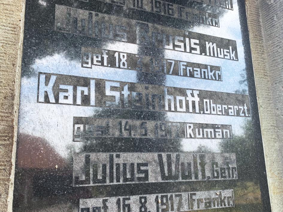 Nennung eines Steinhoffs auf dem Kriegerdenkmal