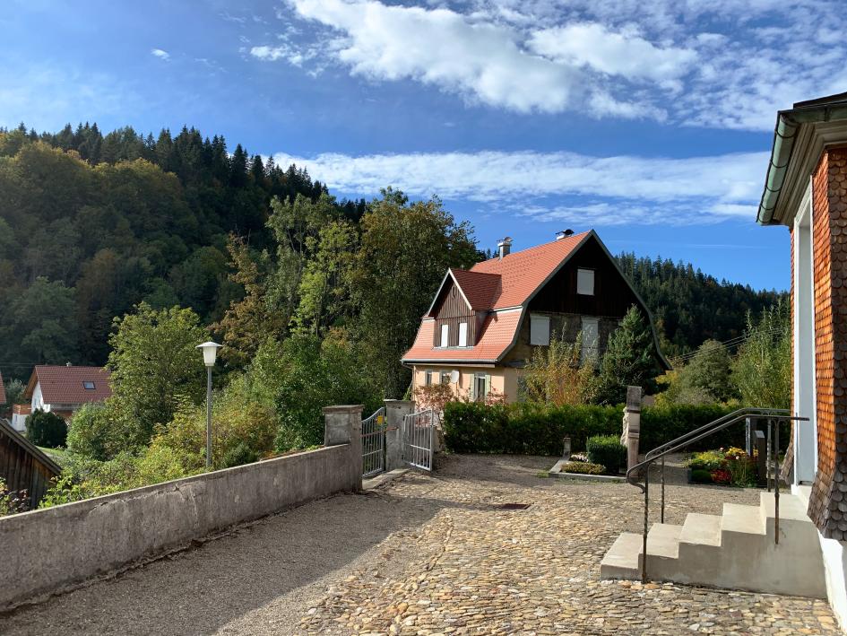 Das Haus der Heinens vom Friedhof aufgenommen
