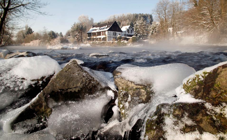 Der Balkhauser Kotten an der Wupper im Winter