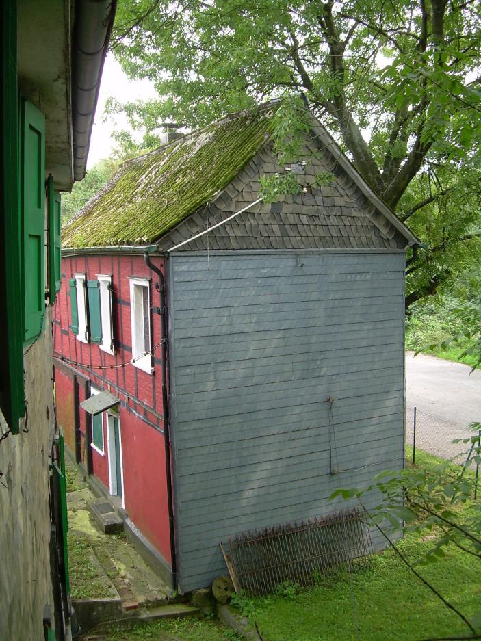 """Außenansicht des """"Roten Hauses"""""""