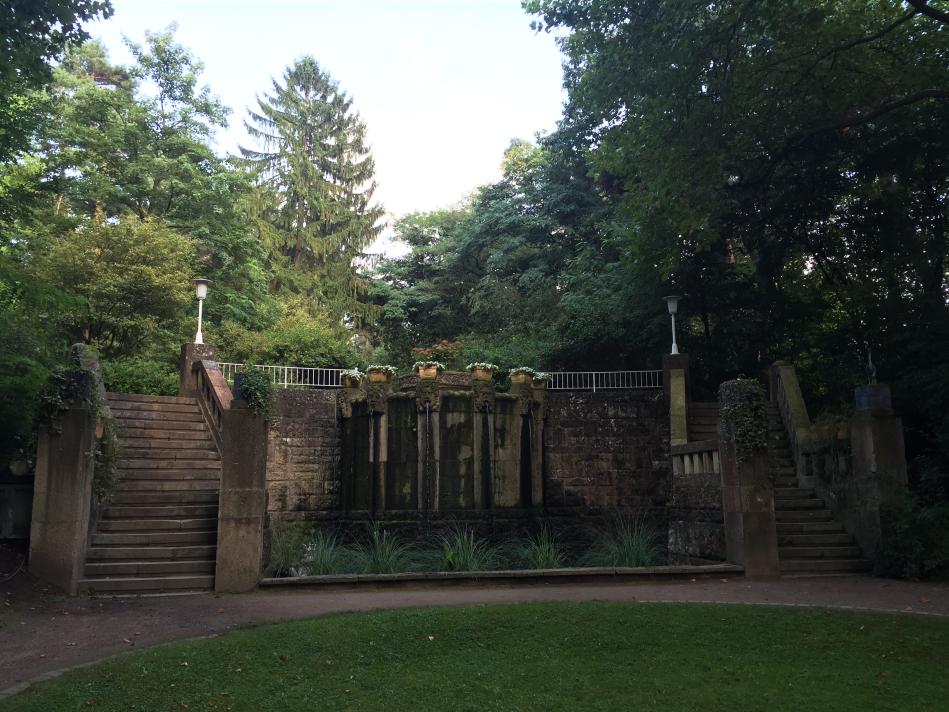 Der Brunnen im Engelsberger Hof in Solingen-Ohligs – Der Ort der Hochzeit von Bettina Heinen mit Ihrem Ehemann Abdelhamid Ayech