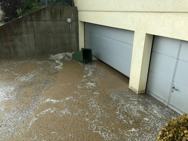 Überflutete Garage infolge Hochwasser (Bild: Private)