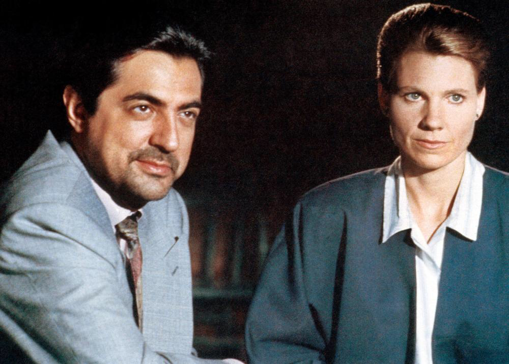 Joe Mantegna & Lindsay Crouse in House of Games