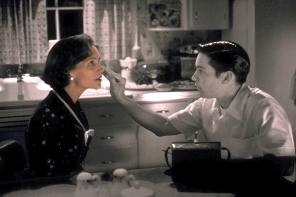 Joan Allen & Tobey Maguire in Pleasantville