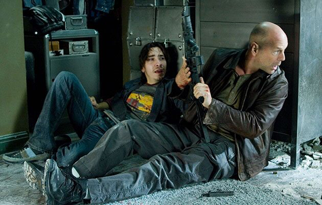 Justin Long & Bruce Willis in Die Hard 4.0
