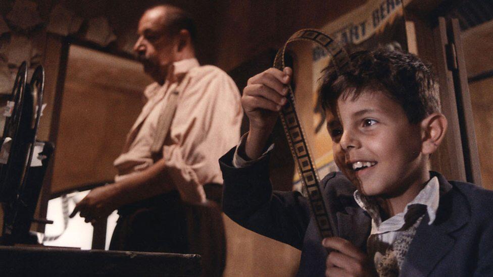 Philippe Noiret & Salvatore Cascio in Cinema Paradiso