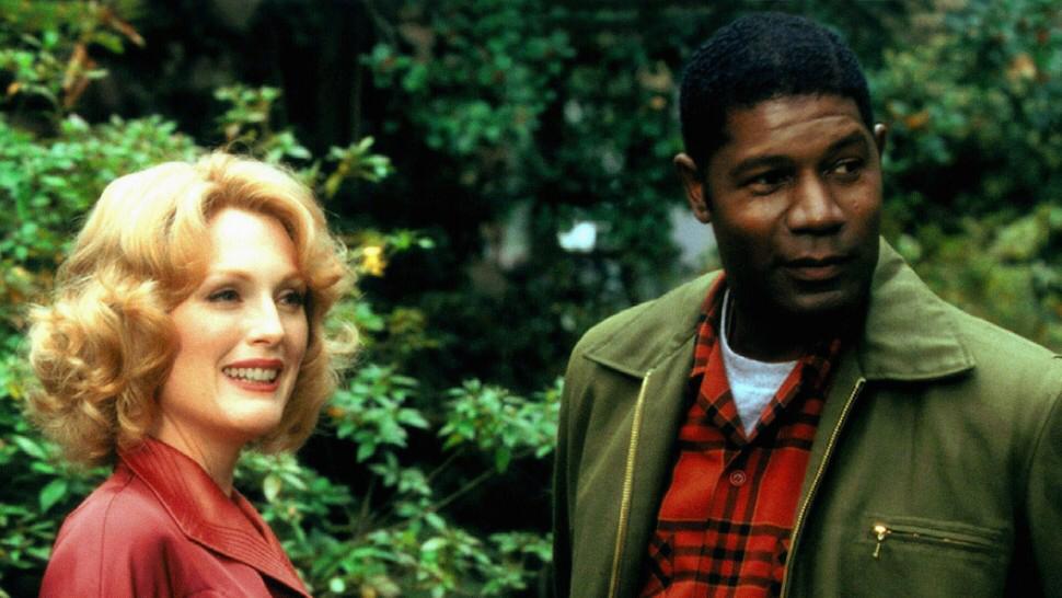 Julianne Moore & Dennis Haysbert in Far From Heaven