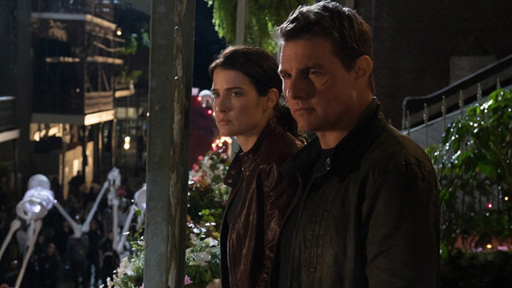Cobie Smulders & Tom Cruise in Jack Reacher: Never Go Back