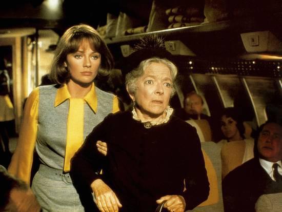 Jacqueline Bisset & Helen Hayes in Airport