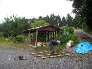 旧小屋の解体中