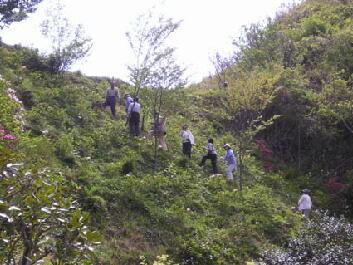 総代宅の展望台まで急な坂道を登る。