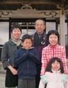 天徳寺住職とその家族。