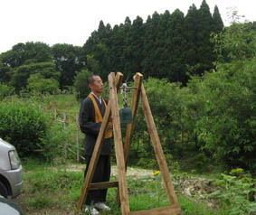 樹木葬地で鐘供養