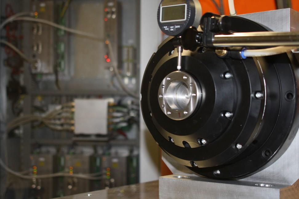 Intelligente elektromagnetisch gelagerte Werkzeugspindel (Foto: Lehrstuhl für Systemtheorie und Regelungstechnik, UdS)