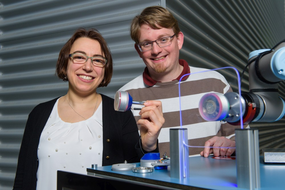 Vakuum ohne Druckluft: Roboter-Sauggreifer auf Basis von Formgedächtnislegierungen (UdS, Lehrstuhl intelligenten Materialsysteme, Foto: Oliver Dietze)